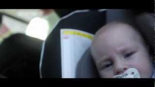 Babyzitje in de auto correct vastmaken