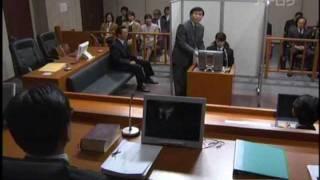 痴漢冤罪の刑事裁判の法廷で、弁護側から客観的証拠を叩きつけられて、...
