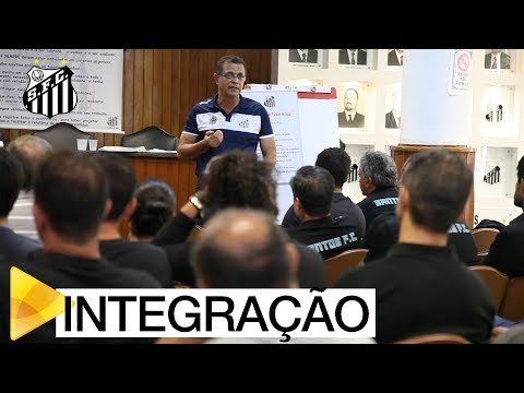 Santos FC realiza palestra para comissões de Base
