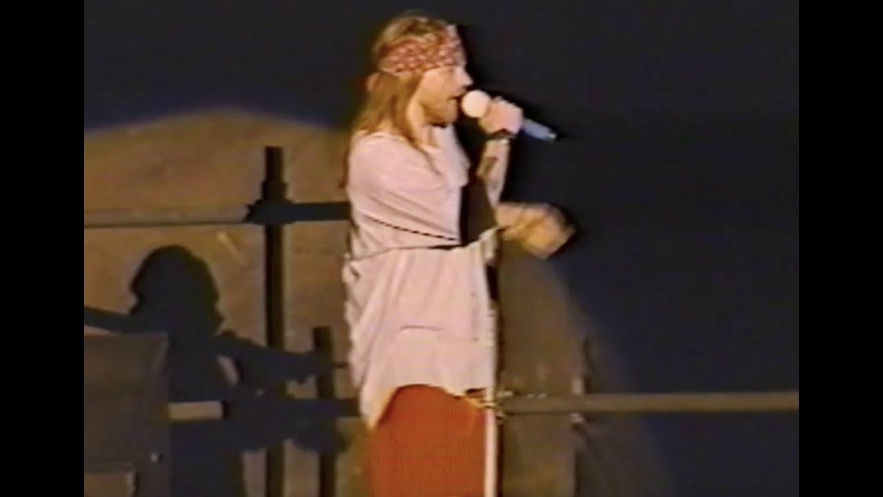 Guns N' Roses: Used To Love Her (Live performance)