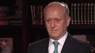 وزير العدل في الحكومة اللبنانية  أشرف ريفي في المشهد