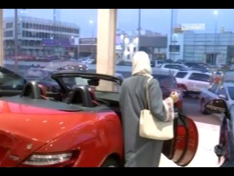 edf335e51 إقبال ملحوظ من السعوديات على معارض السيارات - YouTube