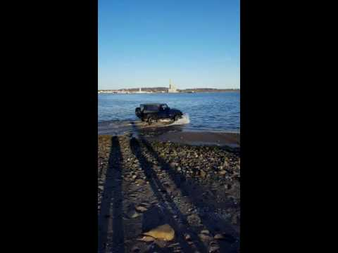 Drunk guy doesn't know how to off-road and ruins nice jeep