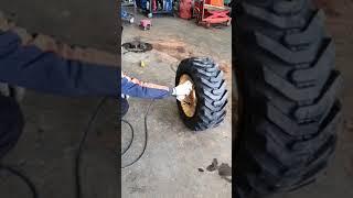 스키드로더 타이어교환