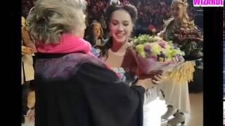 Наша мать Татьяна Тарасова лично подарила Алине Загитовой цветы