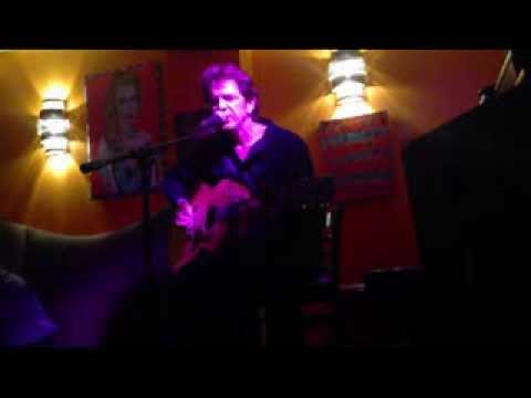 Acoustic version of Gravity performed live at the Path Cafe, NYC, Nov 19, 2013