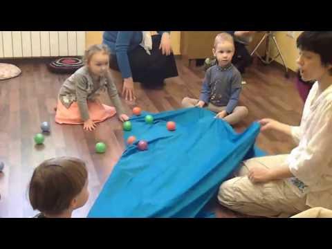 Дети 2, 3, 4 лет подвижные игры под музыку в помещении частного садика Островок