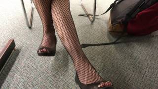 Great legs in fishnets (pantyhose candid)
