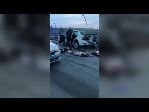 "Три смерти на мосту: в Волгограде ""Мерседес МL"" врезался в ""КамАЗ"""