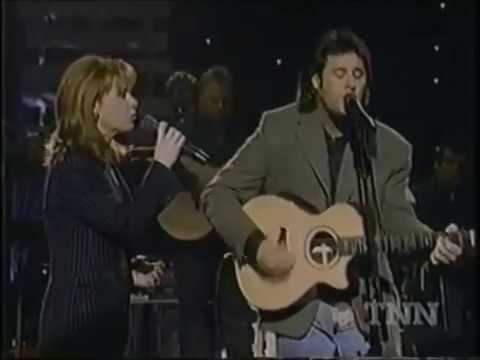 Vince Gill feat. Patty Loveless – Pocket Full of Gold (Live)