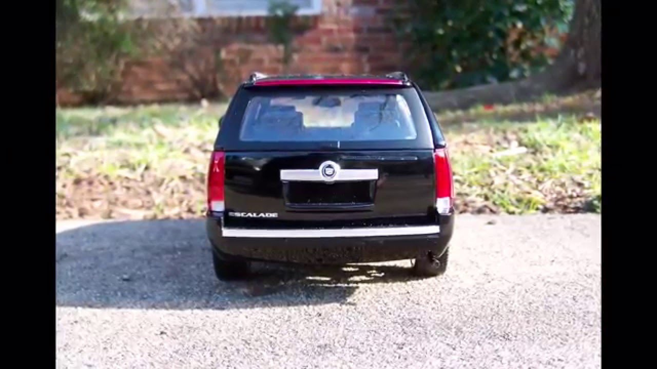 2007 Cadillac Escalade from Mattel/Hotwheels Scale 1:18 - YouTube