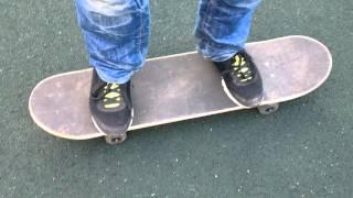 как на скейтборде поворачиваться вправо и влево(В этом видео проект ksilotreck научит вас перебрасывать вес на скейтборде то есть поворачиваться (разворачивать..., 2014-09-06T20:33:43.000Z)