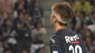長沢 駿(G大阪)が左後方から供給されたクロスボールを頭で流し込み、...