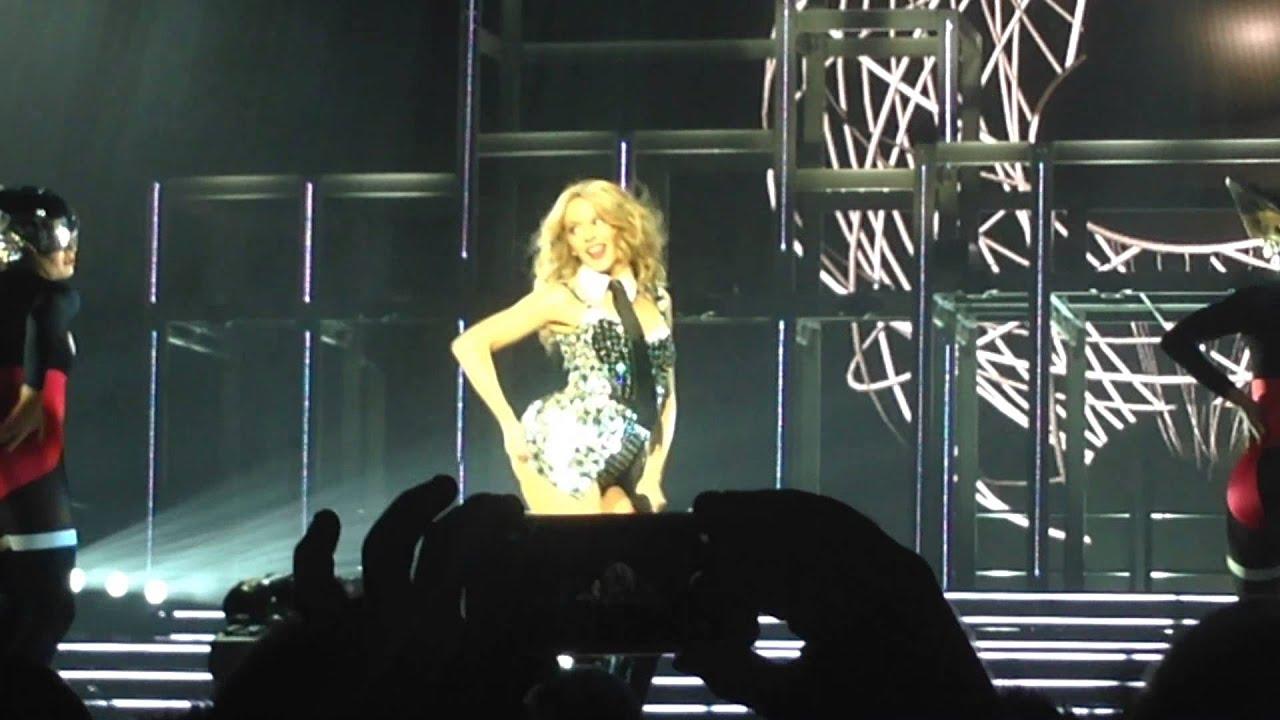 Kylie Minogue - Spinning Around - Hampton Court - YouTube