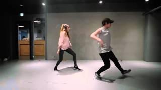 1-million-dance-studio-ellie-golding---love-me-like-you-do
