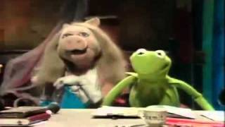 fuck the pain away sung by miss piggy