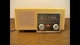 シャープ 早川電機工業の真空管ラジオ5M-82(ベージュ)です。 発売は昭和31年、当時の定価は6200円、 使用真空管は、スーパー(12BE6-12BD6-12AV6-35C5-35W4) ...