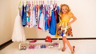 Настя наряжается на день рождения и показывает весь гардероб