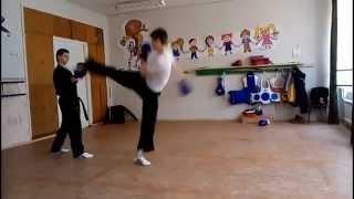 Тренируемся вместе. Совмещаем тренировки по кикбоксингу и тхэквондо xtreme martial arts(тренировка 09.03.2015 в Луганске, я с учениками решил снять видео с нашей обычной тренировкой, ну и немного синхр..., 2015-03-09T15:59:28.000Z)