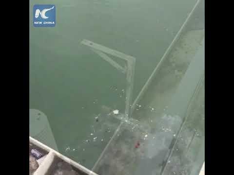 Two dead after bus plunges into Yangtze River