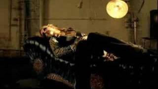 Britney Spears - Showdown (MUSIC VIDEO)
