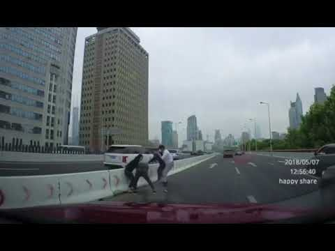 Shanghai Highway fight on dashcam