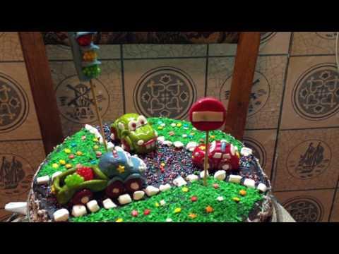 Торт с машинками.
