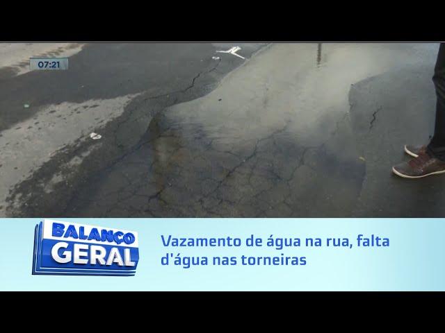 Água limpa pelo ralo: Vazamento de água na rua, falta d'água nas torneiras no Clima Bom
