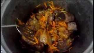 Соус с мясом к спагетти - видео рецепт(Видео рецепт приготовления соуса - подливы с мясом к макаронным изделиям, кашам, картофелю. пошаговый рецеп..., 2013-12-19T16:01:19.000Z)