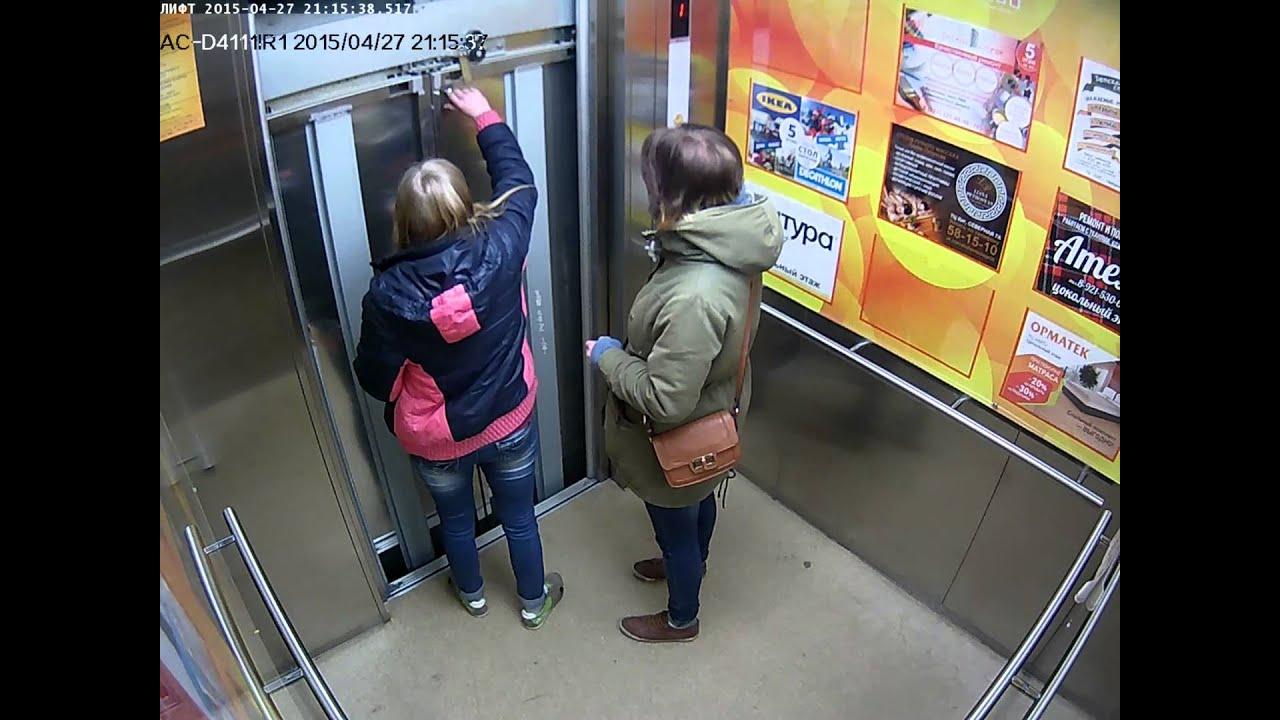 smotret-devushka-zastryala-v-lifte-zhopa-na-litse-video-smotret