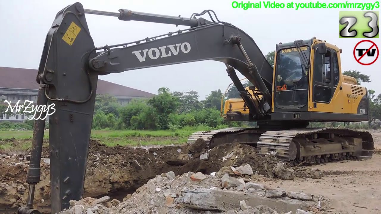 Volvo Excavator EC210B Digging Loading Dump Truck - YouTube