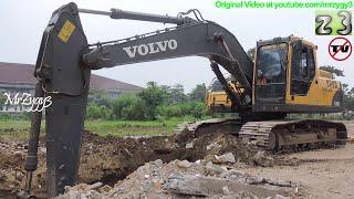 Volvo Excavator EC210B Digging Loading Dump Truck