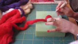 SUSCRIBIROS! Me encantaría veros por aquí!! ♡♡♡ Video tutorial para aprender a usar la aguja y el dedal para afieltrar lana. Hacemos una flor broche como ...