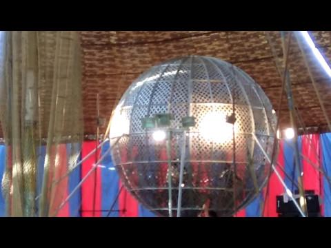 मौत का कुआँ    3 Bike Stunt in Globe   Circus