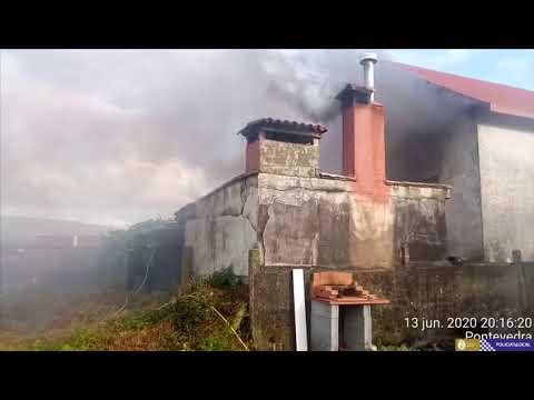 Extinguen un incendio declarado en la cocina de un alpendre en Poio