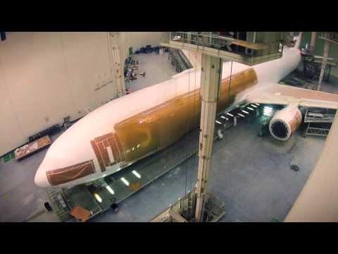 Así se pinta un Boeing 777 de Emirates