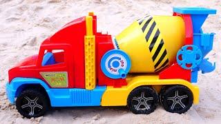 Машины-помощники для малышей— БЕТОНОМЕШАЛКА идругие машинки для мальчиков— Игры впесочнице