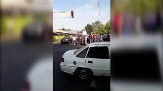 ДТП в Алматы: Внедорожник и микроавтобус упали на бок