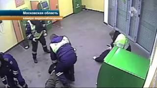 Бывший полицейский рассказал, что его уволили, когда он задержал грабителей банка(, 2015-06-17T13:37:59.000Z)