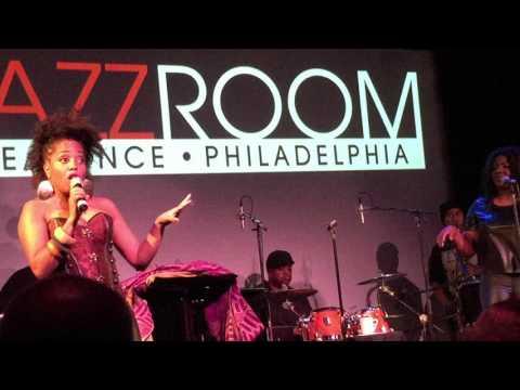 "Rhonda Ross Singing ""Killing Me Softly"" at The RRAZZ Room"