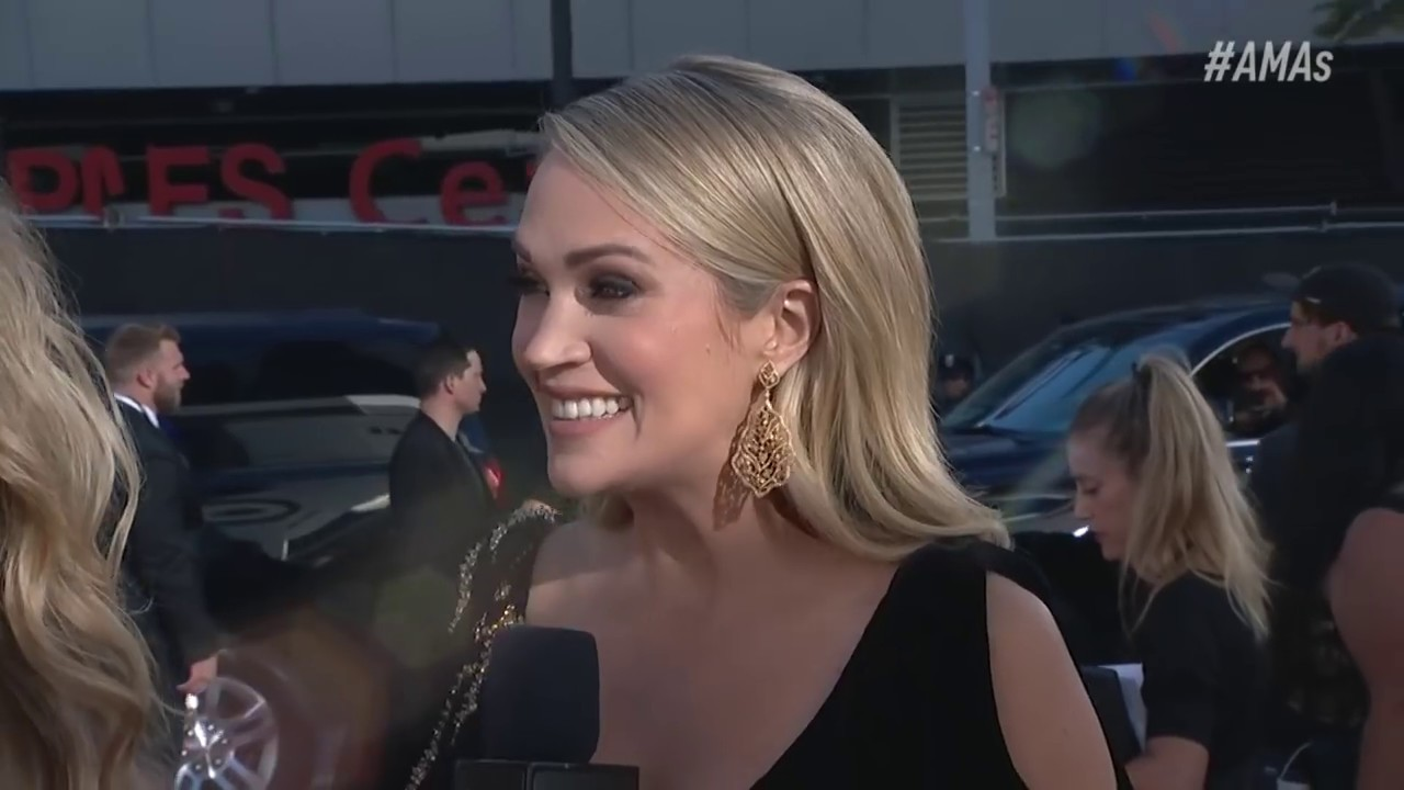 Carrie Underwood Red Carpet Interview - AMAs 2018
