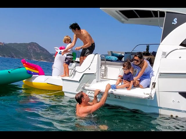 Fun day out on Asia's first Beneteau Antares 11