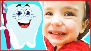 Зубы чистим каждый день)