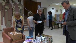 """Дарение от над 2000 книги и компютър получи градска библиотека """"Пеньо Пенев"""" в Димитровград"""