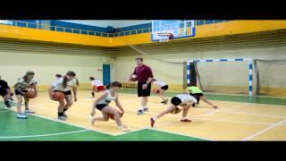 Упражнения с мячами на начальном этапе обучения баскетболистов.