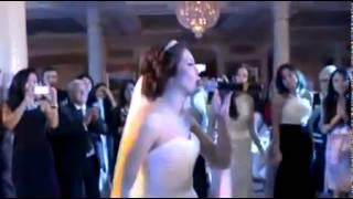 Красивое исполнение невесты на свадьбе!