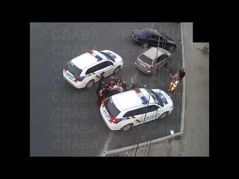 избиение новой полиции битой.драка с полицией и с ментами. гопники