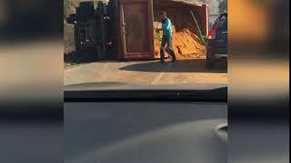 На дороге «Болохово-Новомосковск» перевернулся грузовик с песком