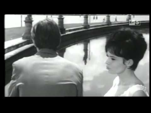 Jean Paul Belmondo e Pascale Petit a Padova in Prato della Valle, 1960.