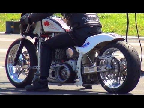 Harley Davidson VS Harley Davidson 1/4 Mile Drag Race + Burnout Viertelmeile Motorrad Rennen